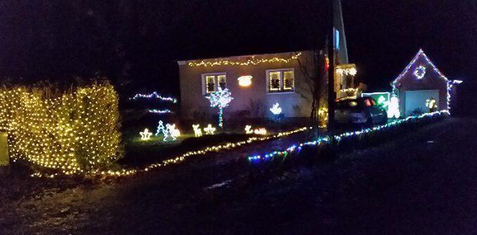 Weihnachten Beleuchtung in den Vorgärten
