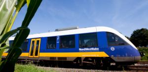 Neuer Fahrplan des VRR - Gladbeck profitiert Am Sonntag, 15. Dezember wird der Fahrplan für den Bahnnahverkehr des VRR umgestellt. Einige Änderungen sind tiefgreifend und stellen die Berufspendler vor Probleme. Doch insgesamt überwiegen die Vorteile. Neue Linien, verlängerte Linien, dichtere Takte, einige Nachtfahrten, WLAN und Toiletten in einigen S-Bahnen. Nur die Preise steigen stetig weiter. ;-( Die Linie S 9: Hagen - Wuppertal - Essen - Bottrop - Gladbeck - Haltern Die Linie wird von Abellio mit Neufahrzeugen betrieben, die eine geänderte Einstiegshöhe haben und über höhere Sitzplatzkapazitäten und über WLAN sowie Toiletten verfügen. Vorgesehen ist ein 30-Minuten-Takt zwischen Wuppertal Hbf und Gladbeck West (bis Mai 2020 nur zwischen Wuppertal-Vohwinkel und Bottrop Hbf). Der Linienast nach Haltern am See wird weiterhin stündlich bedient.
